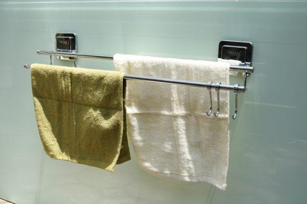 Giá vắt khăn hít dán chân không tiện ích