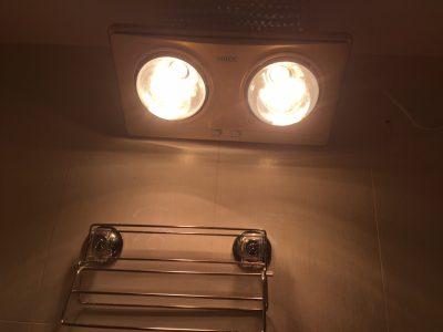 Giữ ấm cho trẻ với đèn sưởi hồng ngoại